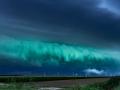 Onweer rolt in  vanaf het IJsselmeer